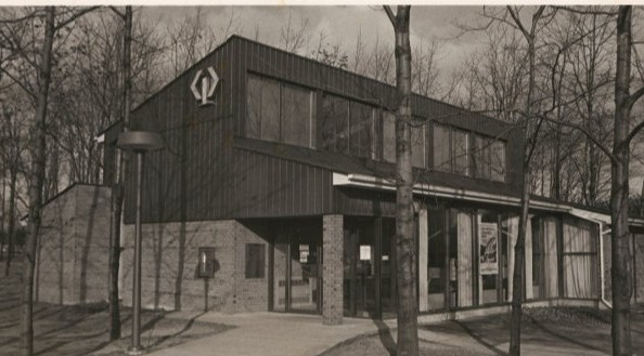 CIBC Bank (before it became Residence Centre!) on Scarborough Campus, 1985. #utsc #utscalumni #uoft #uoftalumni #tbt #throwbackthursday