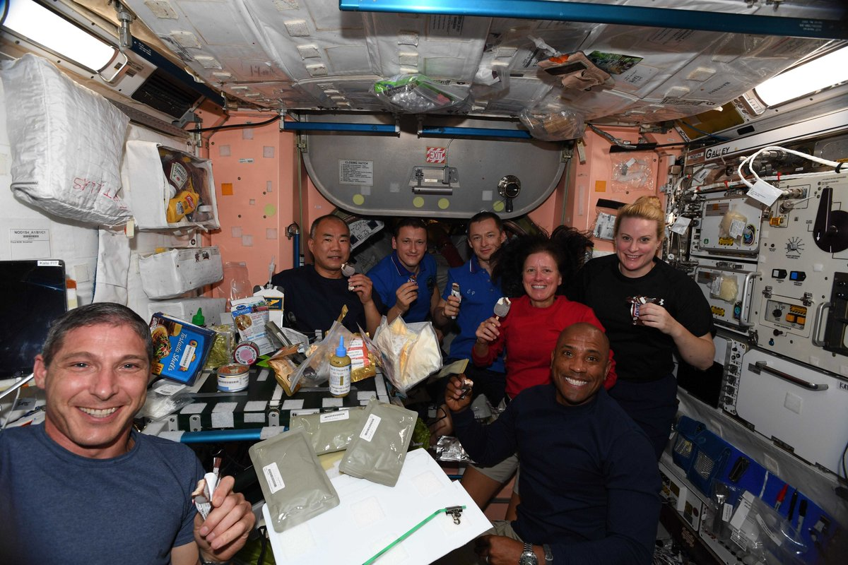Happy Thanksgiving from all of us on @Space_Station! So stuffed. https://t.co/ebn1Js4NKX