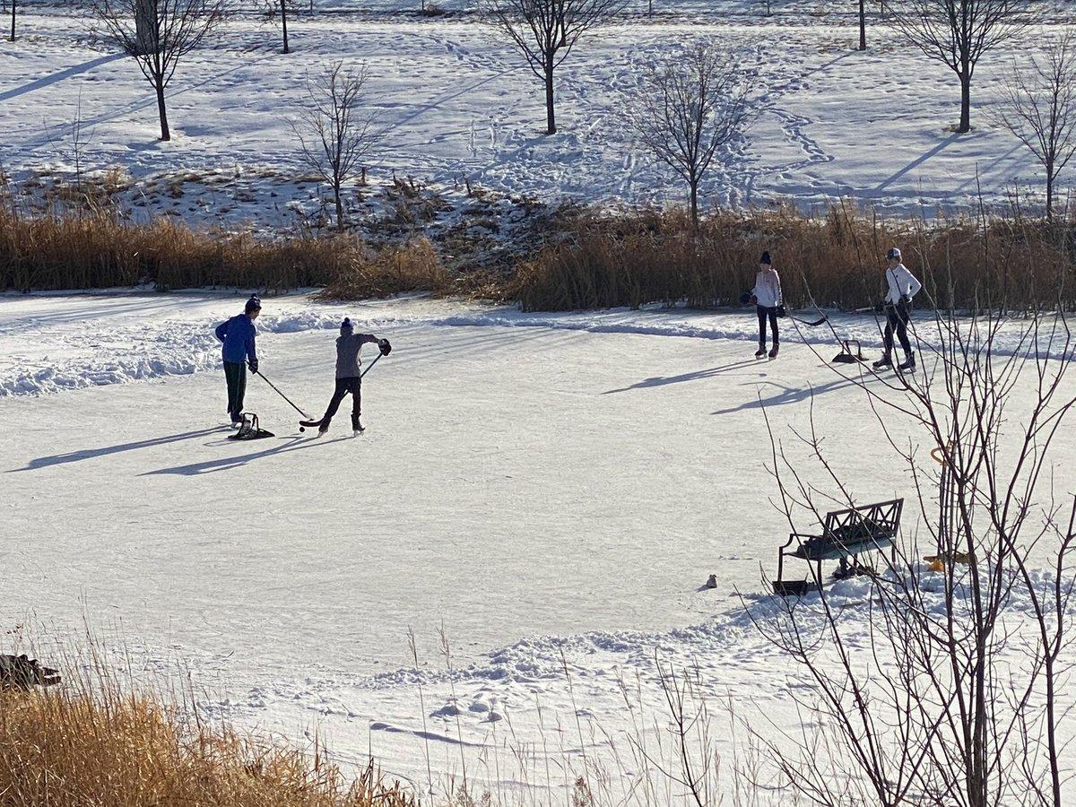 Love to see it group of future @ramhockey players enjoying a little pond hockey on Thanksgiving! @hockeylogic @FollowThePuck @UpNorth_Hockey   #StayActive #PondHockey https://t.co/sPHE8I73hg