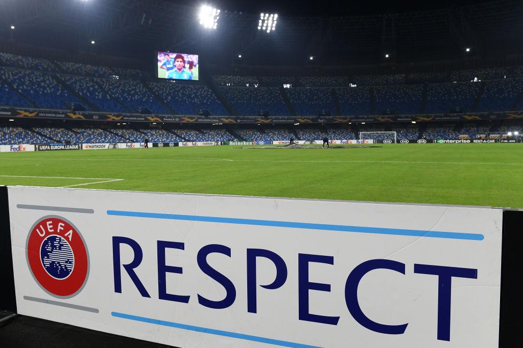 Noche especial en Napoli.  Bienvenidos al estadio Diego Armando Maradona. #LaCasadelFútbol