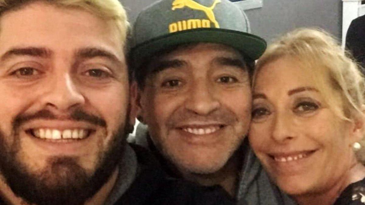 """""""Te perdonaría mil veces"""": la emotiva carta que Maradona recibió de su hijo Diego antes de su muerte."""