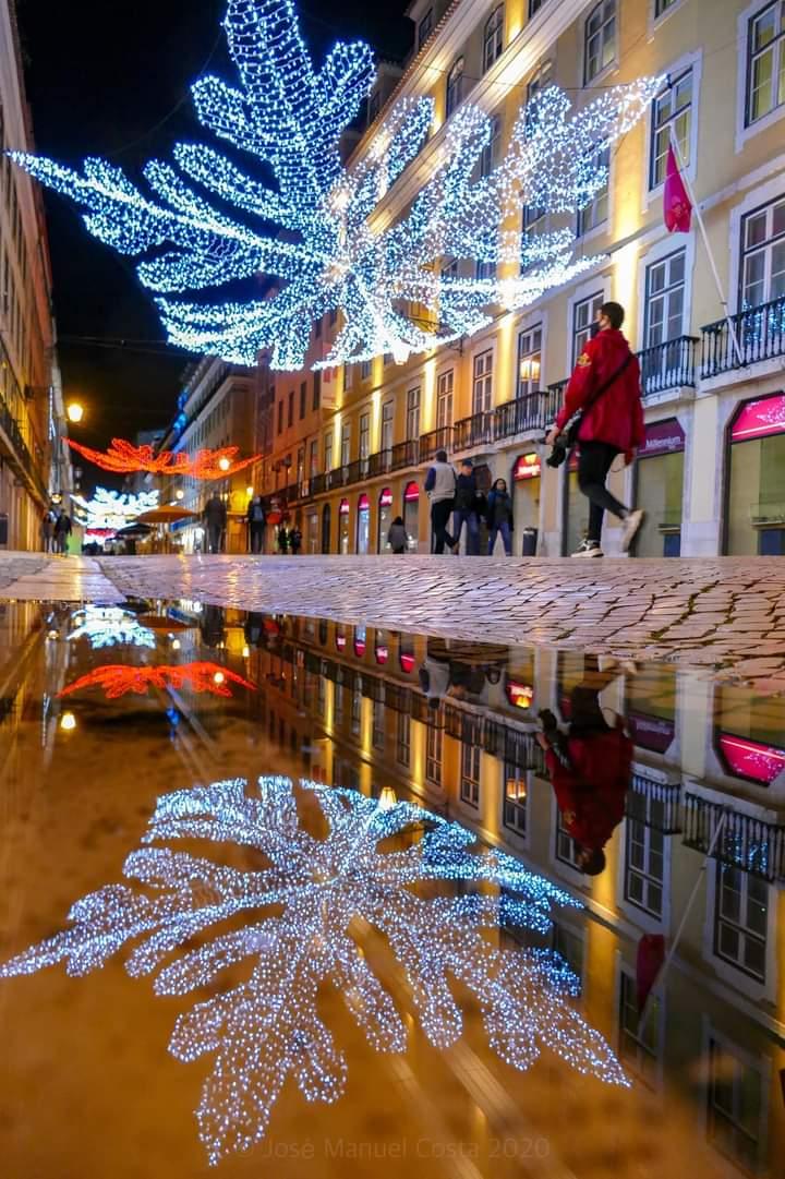 Magic reflections! Lisbon by night. #Lisbon #Portugal https://t.co/2feIaSL4Vq
