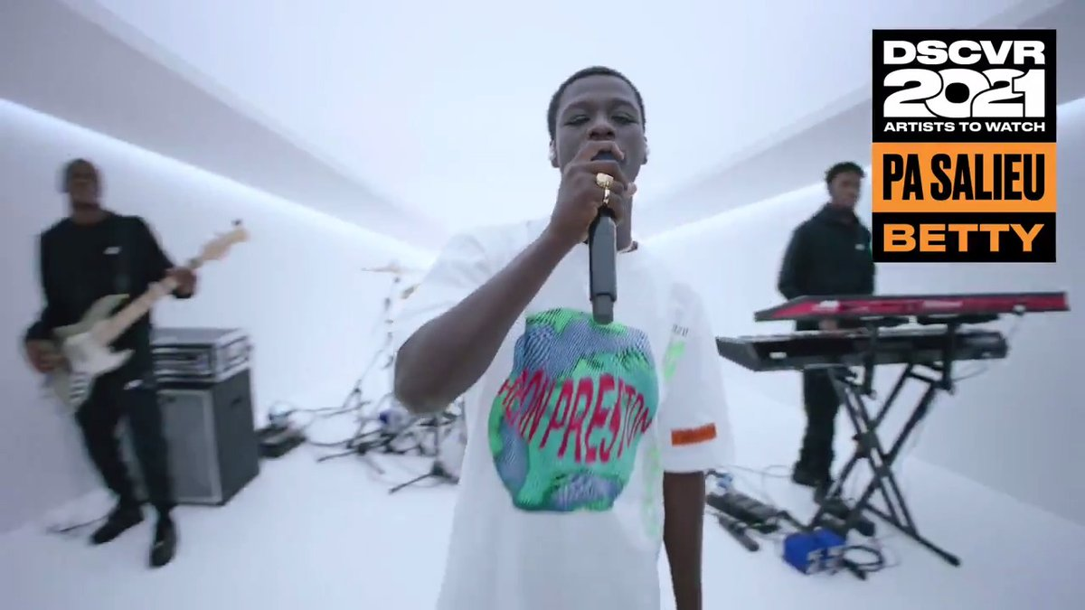 """With a flow like no other, @KING_SALIEU has carved a name for himself in the UK rap scene 🔥 Watch him light up the #DSCVRATW2021 studio with """"Block Boy"""" and """"Betty"""" ⠀⠀⠀⠀⠀⠀⠀⠀⠀ ▶️"""