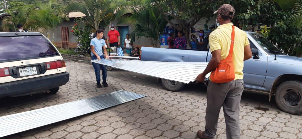 Gobierno de Reconstrucción y Unidad Nacional continúa beneficiando con plan techo a familias afectadas por el paso de huracanes, esta vez 22 protagonistas de Yalagüina recibieron material para reconstruir sus viviendas. ❤🖤✌🏼 #ConOdioNuncaMas  #DanielMiPresidente2021