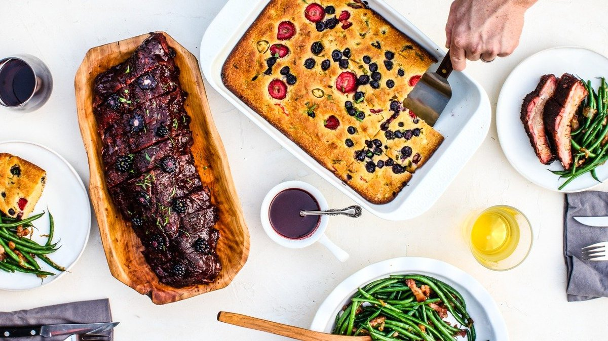 The #holidayseason just wouldn't be the same without all of the delicious meals.   Try this combination of #BabyBackRibs, #GreenBeans and Pickled #Berry #Cornbread and don't forget to share! https://t.co/1jdvTMoXsp https://t.co/hbzzjAksHA
