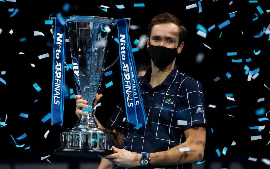 [🎾 TENNIS]  Avant de déménager à Turin en 2021, le Masters ATP a fait un dernier tour à Londres avec une édition 2020 somptueuse. @DaniilMedwed confirme sa forme et s'impose, rétro à lire ici ! ⤵️📰 https://t.co/rsSOA95iih  #tennis #atpfinals2020 #Medvedev #newarticle https://t.co/CU3Uez6yYF