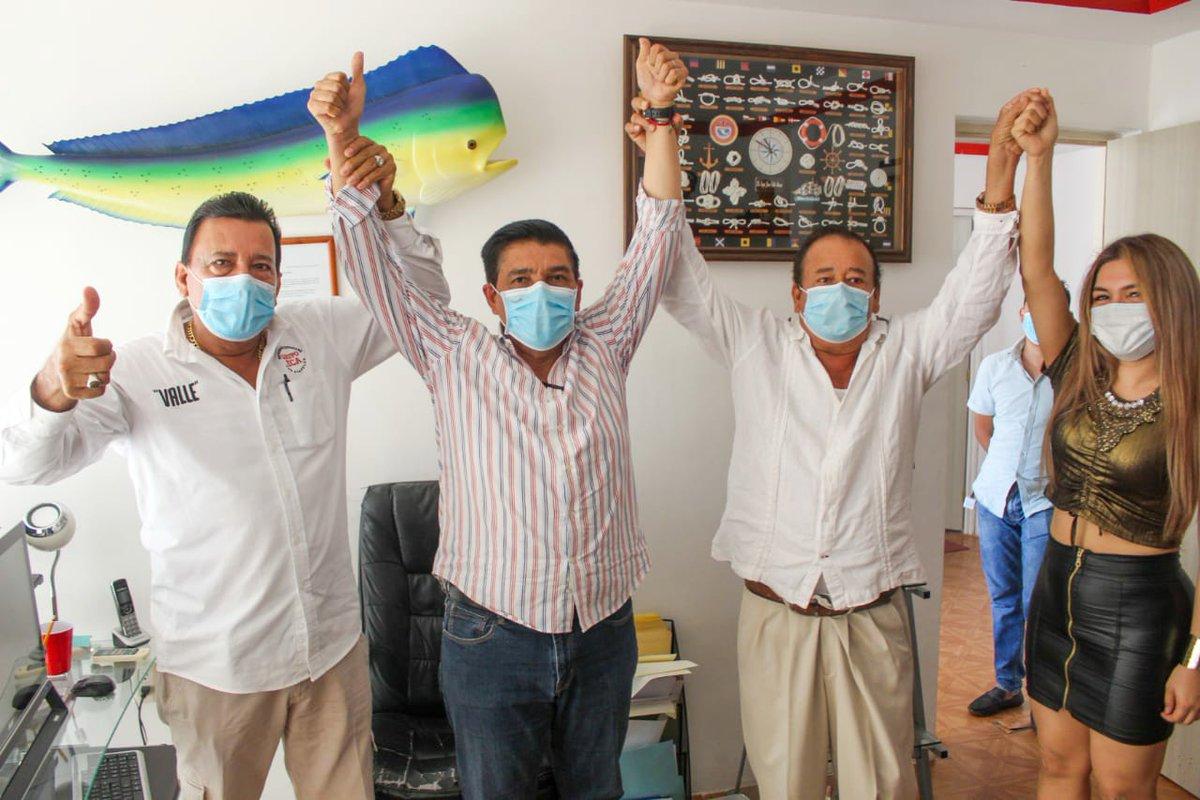 Un proyecto que se construye a diario con las ideas y participación de todos. Gracias Javier Valle y #ECA Expresión Ciudadana de Acapulco y los increíbles amigos de #Acapulco y #TierraCaliente de #Guerrero https://t.co/ZZcvqyGoG9