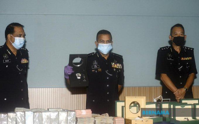 #ICYMI Pelaburan tidak wujud: Tiga termasuk 'Datuk' ditahan di Kluang