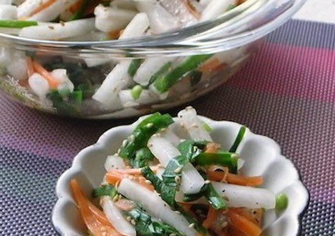 /シャキシャキの大根さんでちょっと一皿中華風サラダ🥗\ㅤシャキシャキ食感と中華風のしっかり味がおいしくて、大人も子供も大満足🙌🏻簡単に作れるので、副菜がもう1品ほしいというときにも大活躍です☺️✨ㅤ→ シャキシャキおいしい「大根の中華サラダ」