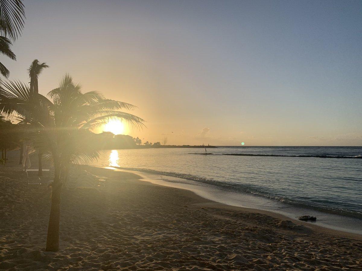 What a difference 10 hours makes! Sunrise vs sunset. Both are amazing. #sunrise #sunset #photooftheday #RivieraMaya #QuintanaRoo #Caribbean