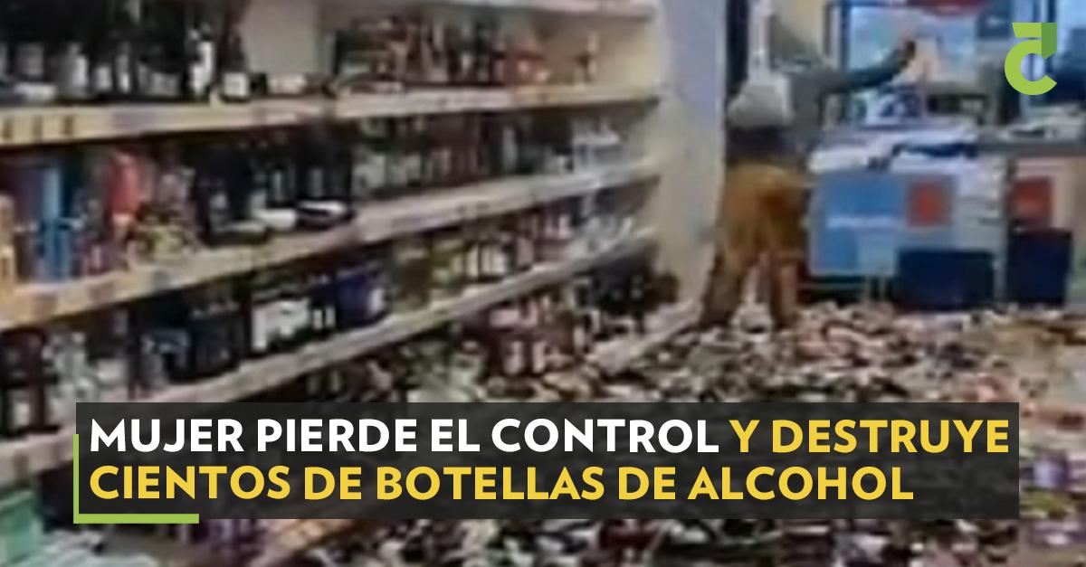 Según testigos, la mujer tenía un comportamiento extraño. #Mujer #Botellas #Alcohol  https://t.co/JLm1aGAETu https://t.co/mT2KHPc51O