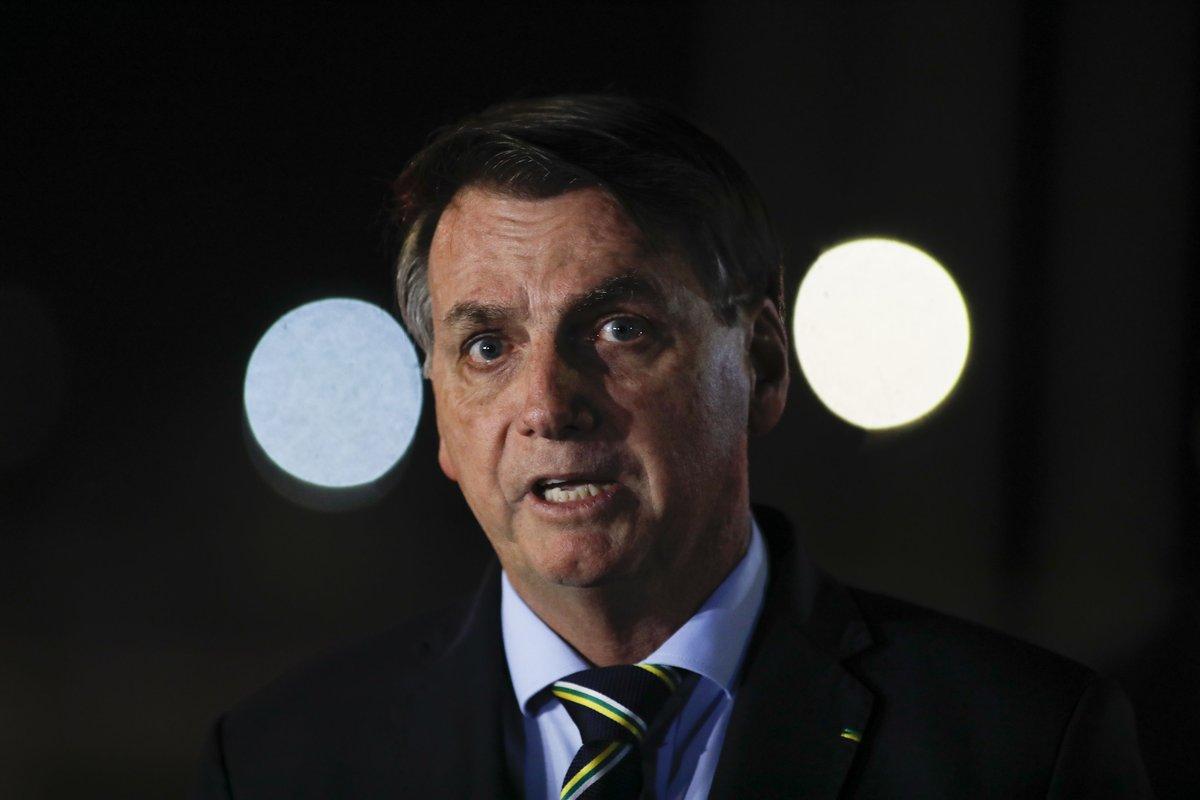 Bolsonaro diz que dorme armado no Palácio da Alvorada