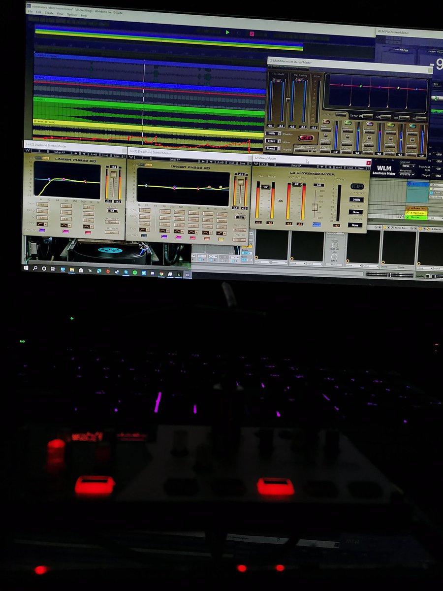 mastering 😋😋  #audio #techno #electronicmusic #volca  #ableton https://t.co/sXLOcYm1io