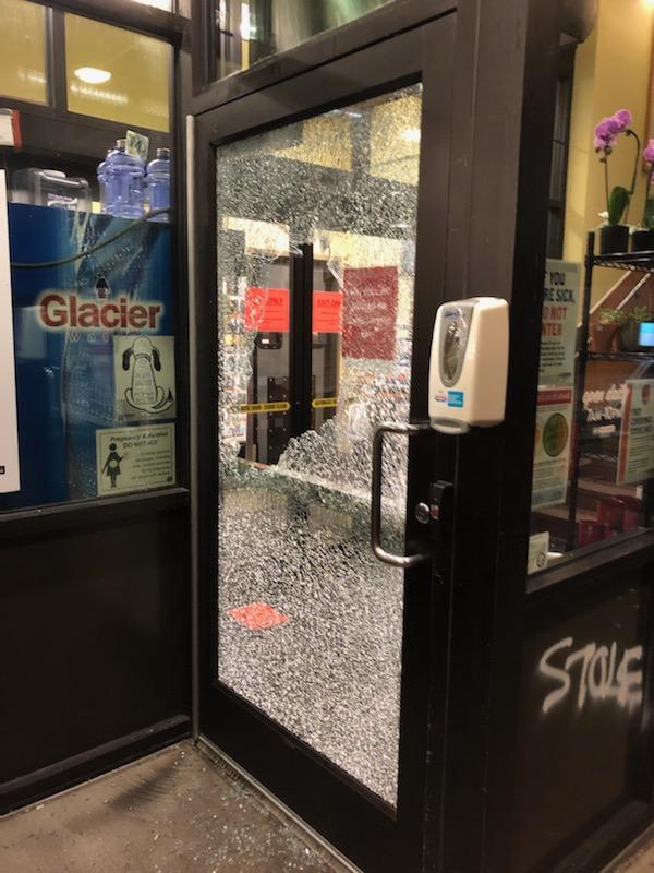 Overnight on 26 Nov., antifa extremists in black bloc smashed up numerous businesses again in Portland to protest Thanksgiving. Police only arrested three adults & one juvenille. One of the militants in the group had a pistol. #PortlandRiots #antifa https://t.co/s1GM2OgTiZ https://t.co/Bbgnqcq2cB