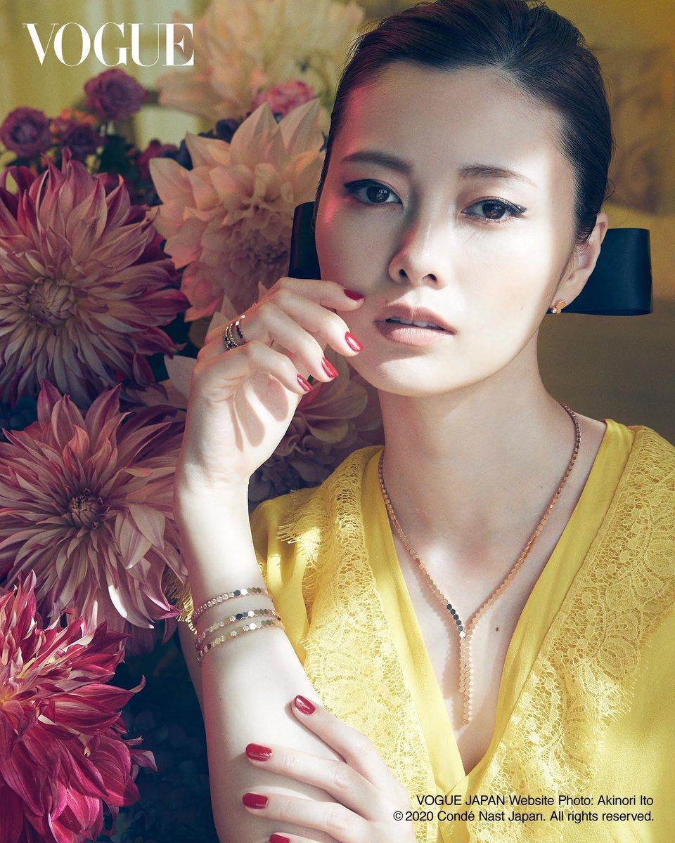 こんにちは!VOGUE JAPAN Websiteに白石麻衣が登場しております✨皆さま、是非ご覧ください😌✨#白石麻衣#VOGUE