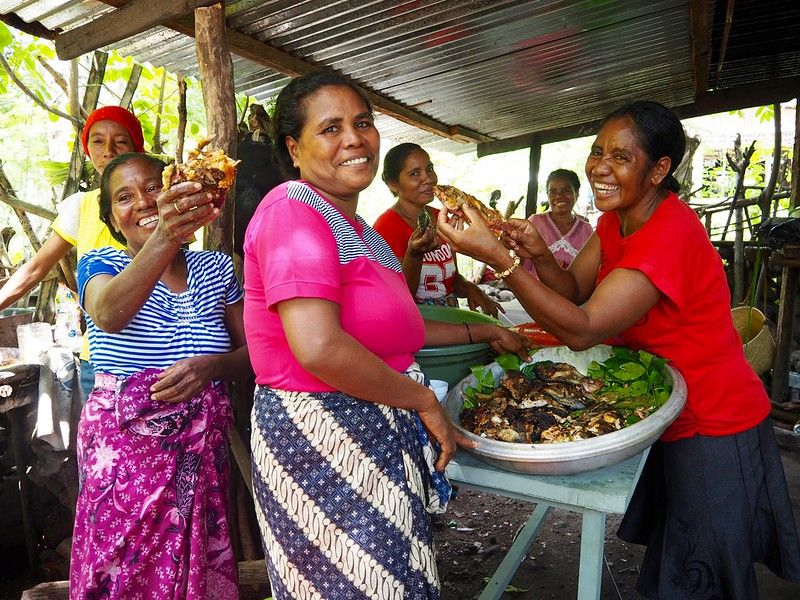Despite women's big contributions in postharvest & marketing activities in the #fisheries sector, most #data are only focused on men. Want to know why? Have a read 👀  @jcu   And don't miss our new page for #WorldFisheriesDay ➡️