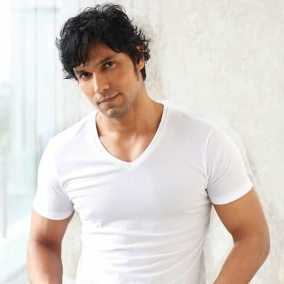 Delighted to announce @RandeepHooda in & as #InspectorAvinash in his web series debut - a cop thriller based on UP super cop Avinash Mishra's life, directed by Neerraj Pathak. In association with #GoldMountainPictures, @neerraj, #KrishanChowdhray,filming begins December 2020.