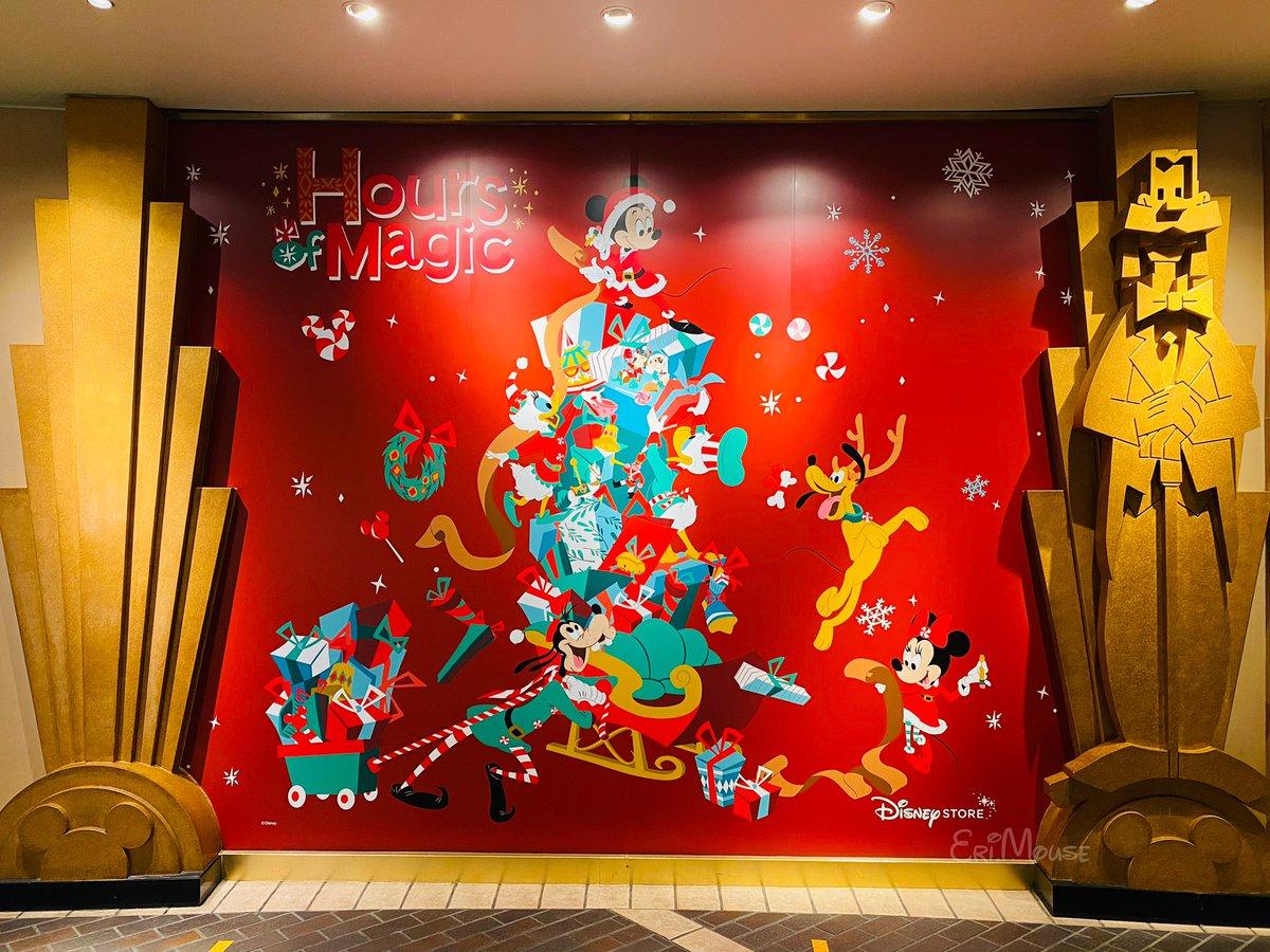 イクスピアリのディズニーストア東京ディズニーリゾート店、 壁がクリスマスでとても可愛いかったー❣️❤️✨🎄🎁🐭🐭🎀💘❤️ #ディズニーストア  #EM2020年11月26日 https://t.co/YFojaJUCTd