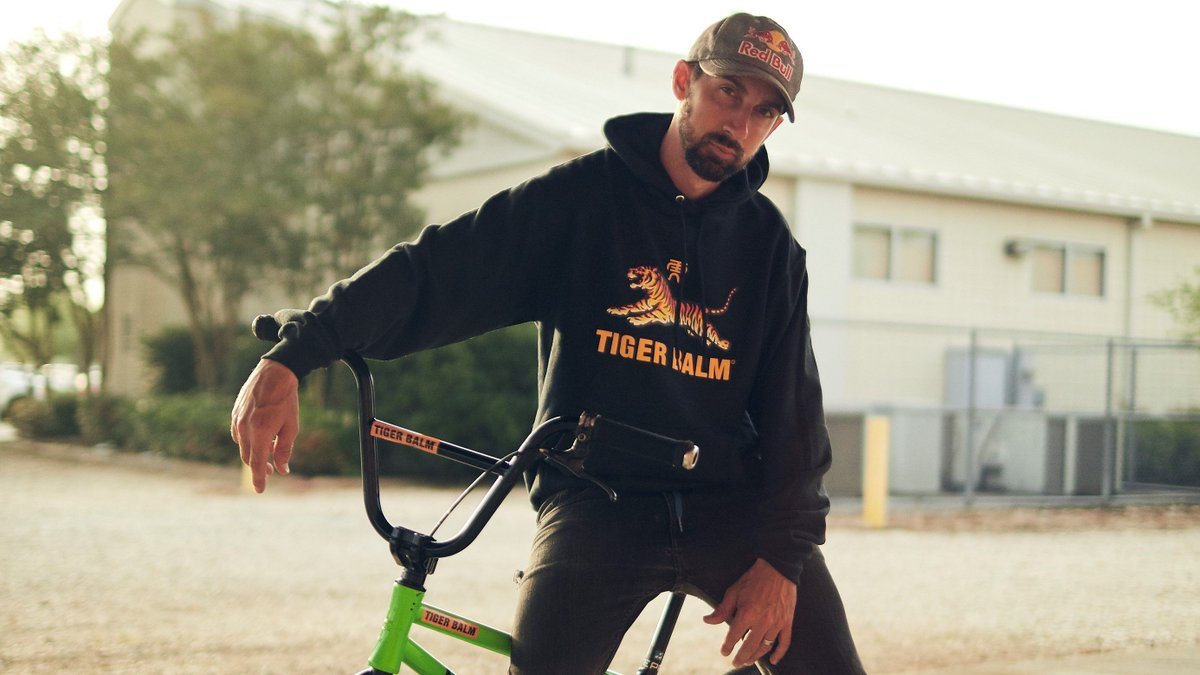 🚨ENTER TO WIN!🚨  👉 To enter: Follow @Tiger_Balm_US and retweet this Tweet  5 winners will each #win a collectable Tiger Balm hoodie! 1 entry per day. U.S. only. Enter by Monday.  #TigerBalmHoodie #Contest #Giveaway