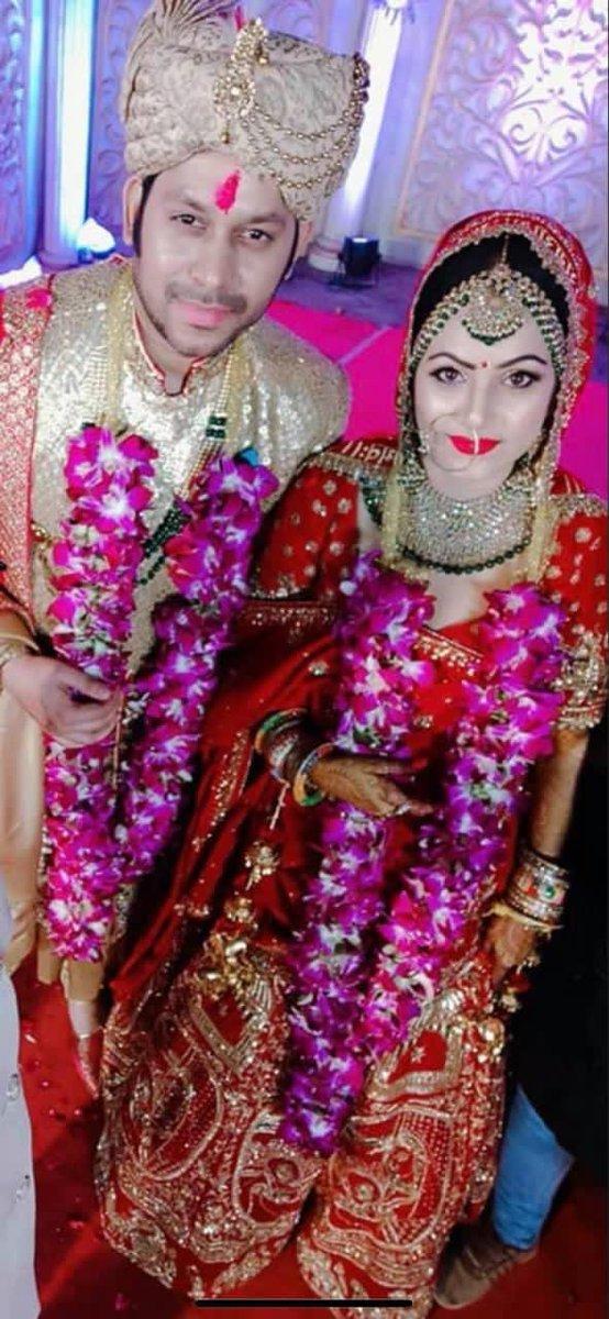 Replying to @writerraj: आज हमारी शादी को एक साल हो गया...हम दोनों को शादी की सालगिरह की बहुत बहुत बधाई...#Raaj&Versha