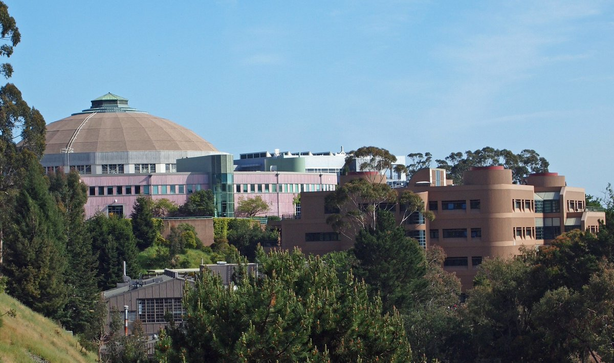.@BerkeleyLab is offering virtual tours where you can learn about the Lab and its exciting research and facilities, including the @advlightsource, a user facility to which ATAP provides accelerator physics and operations support. https://t.co/GEQd37ehmx https://t.co/v4cPkrLA4t