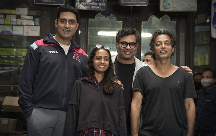 It's a wrap on #BobBiswas, produced by @RedChilliesEnt in association with #BoundScriptProduction!  Starring @juniorbachchan and @IChitrangda, directed by @ghosh09 and produced by @gaurikhan, @sujoy_g and @_GauravVerma.  @AbhishekB_Fanz @juniorabhishek1  @Abhishe12550147
