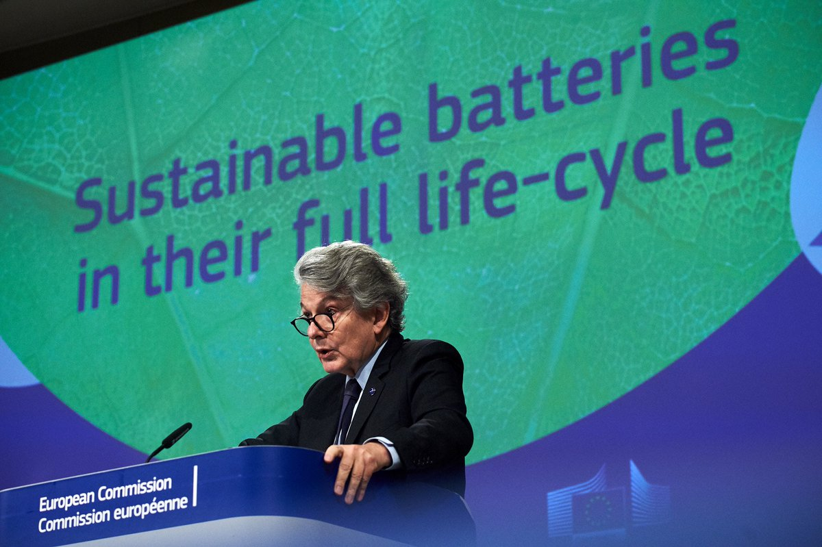 Sustainable batteries are essential for our industrial competitiveness and to fulfill our green ambitions 🔋♻️ We are boosting the full 🇪🇺 batteries value chain : from raw materials to chemicals via electric mobility all the way to recycling. Details ⤵️ ec.europa.eu/commission/pre…