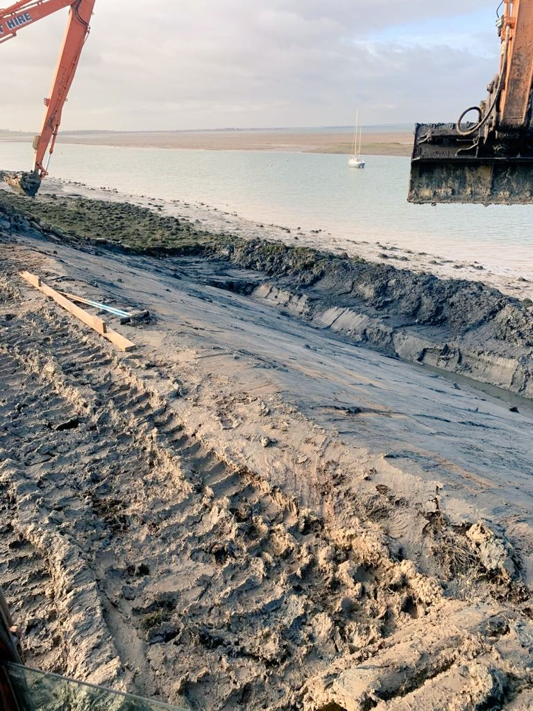 Next section of seawall at Bradwell Marina ready for filter layer..... https://t.co/G8tTm4aTUp