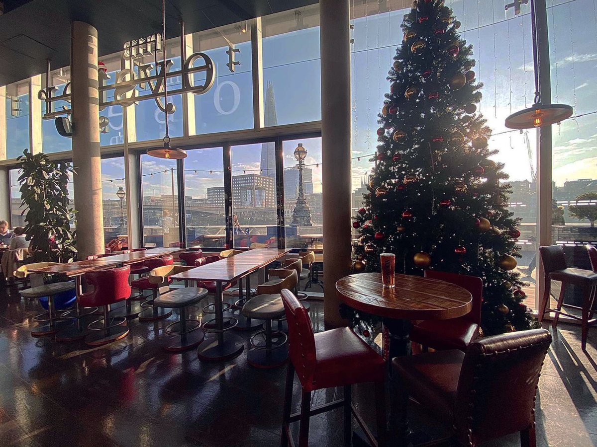 How amazing is The Oyster Shed looking this Christmas?! Look at that tree! 😍  Book in now for a spectacular Christmas dinner for you & your household/support bubble. Or why not include it in your business dining/ meetings! Let's get festive 🎄 https://t.co/6cYCJZ4NpU