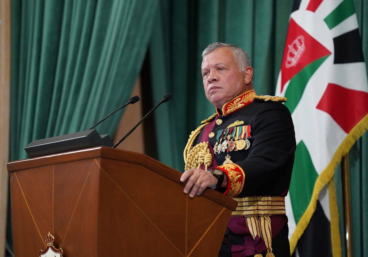جلالة الملك عبدالله الثاني يلقي خطاب العرش السامي في افتتاح الدورة غير العادية لمجلس الأمة التاسع عشر #خطاب_العرش #الأردن #أردني #SFTT2020 #JO #مجلس_النواب_التاسع_عشر #خطاب_العرش_السامي #Urdoni #Jordan
