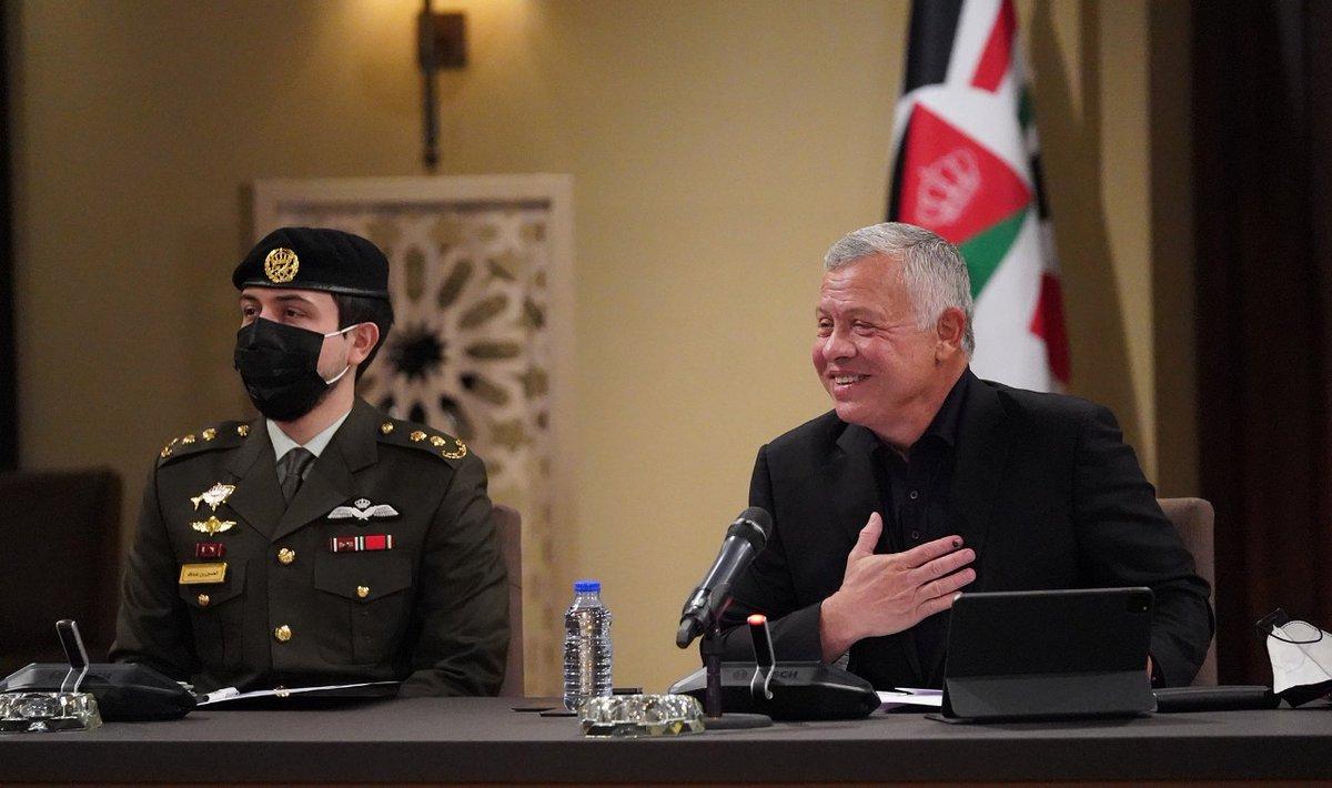 الملك خلال لقاءه شخصيات من المحافظات: دور الأردن قوي إقليمياً ودولياً   @AddustourJordan  #الأردن #مجلس_الأمة  #خطاب_العرش  #SFTT2020  #جريدة_الدستور