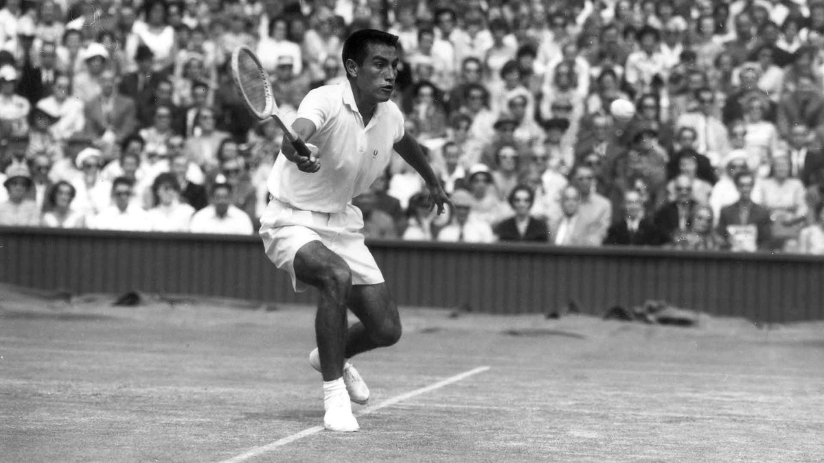 Alex Olmedo, the 1959 Australian and @Wimbledon  champion, has passed away aged 84.  📕:  📷: AELTC/Arthur Cole