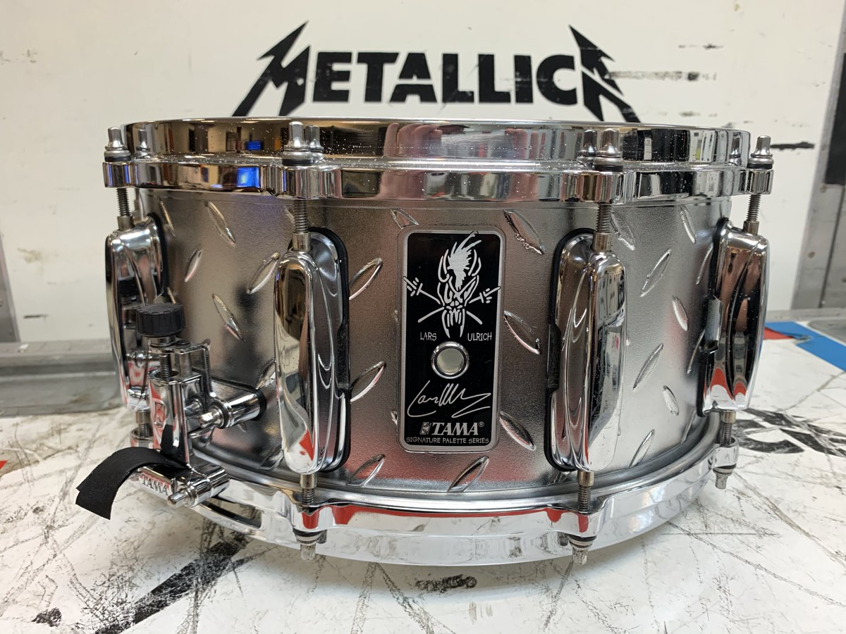 .@NITO_Live is fundraising for their #SaveLiveMusic campaign and @larsulrich has joined other amazing artists in support! You can bid on his autographed Signature @TAMAofficial Snare Drum played during WorldWired 2017 at .