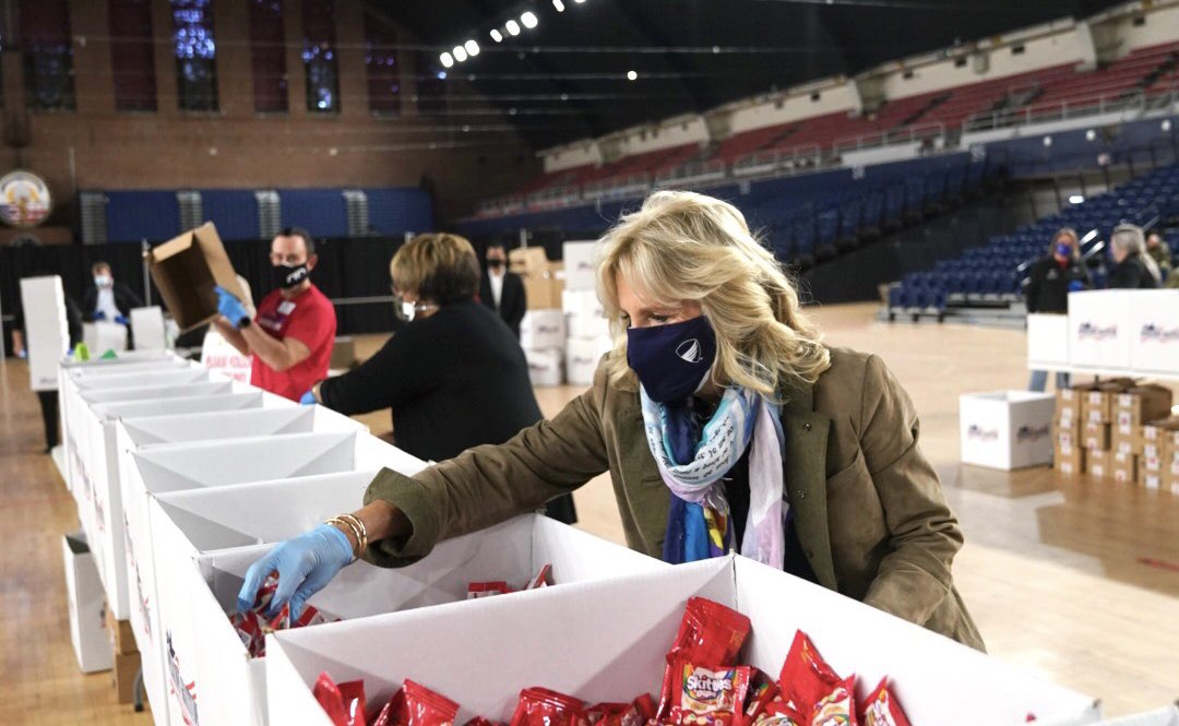 Small acts of kindness can mean so much - especially to a service member deployed overseas or a military family missing them at home.  Thank you @OpGratitude for letting us join you today and for all you do.