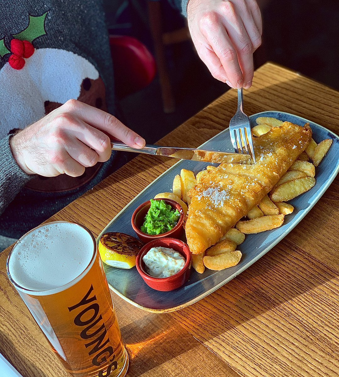 FISH FRIDAY 🐟   -Youngs beer battered North Atlantic Cod, triple cooked chips, crushed peas & seaweed tartare.  Book in today to indulge in a spectacular fish dish this Friday.  Don't forget it's Christmas Jumper Day! We want to see you in the most festive jumper you can find!🎄 https://t.co/AYnNuFxpwe