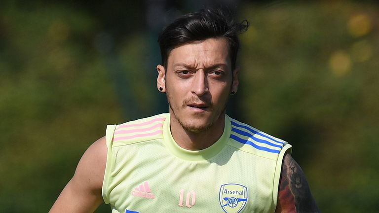 Day 500:  It's officially 500 days @MesutOzil1088 :  I know its impossible but there is 1% chance that my idol notices me .. Let's make the final push.👑Please notice me abi  It will be the greatest day of my  life  🙌 It is only possible if everyone tags him and rts . C'mon Ft !