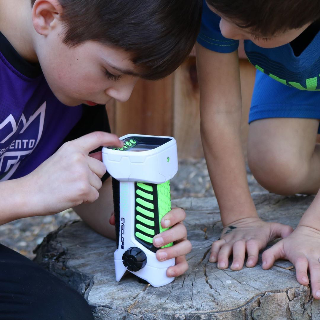 Round out this #holiday weekend with some family exploration! #EyeClops Digital Microscope & Camera makes discovery fun.🔬 https://t.co/IKwXKGXC8O #GiftIdea https://t.co/yrGGhkyp2o