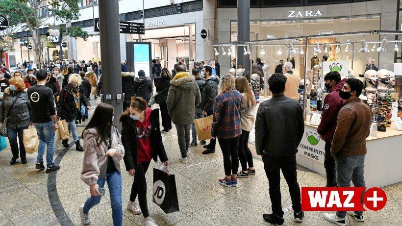 Centro Oberhausen: Viele Warteschlangen vor den Läden https://t.co/Nihb74v7IK https://t.co/SIfJ6Q85LR