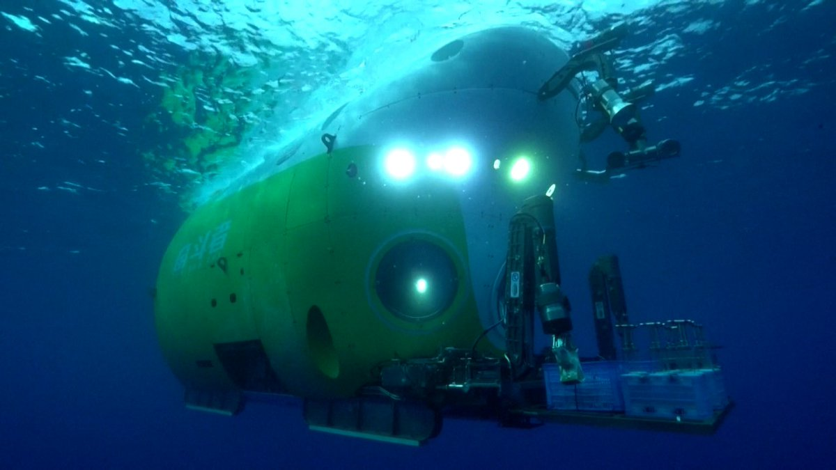 #China's #Fendouzhe manned submersible completes deep sea trials.