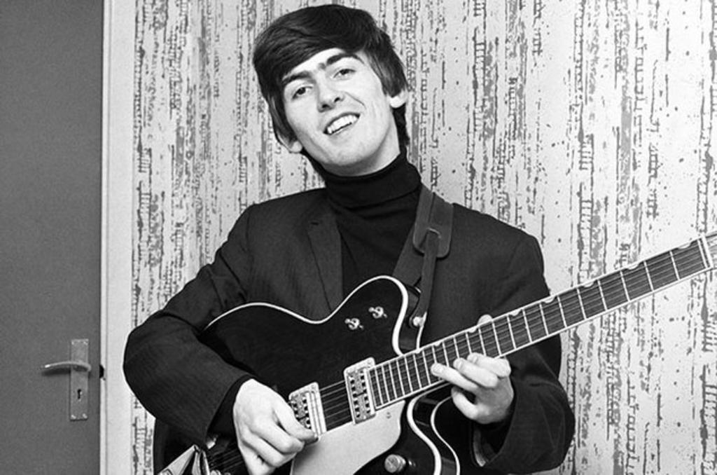 Un día como hoy de 2001 falleció a los 59 años el gran George Harrison, recordado por su participación en The Beatles y su carrera solista. ¿Cuál es tu canción favorita del músico?  https://t.co/Gw8WygvDZb  #GeorgeHarrison  #20AñosRockaxis https://t.co/QYVkpxglHd