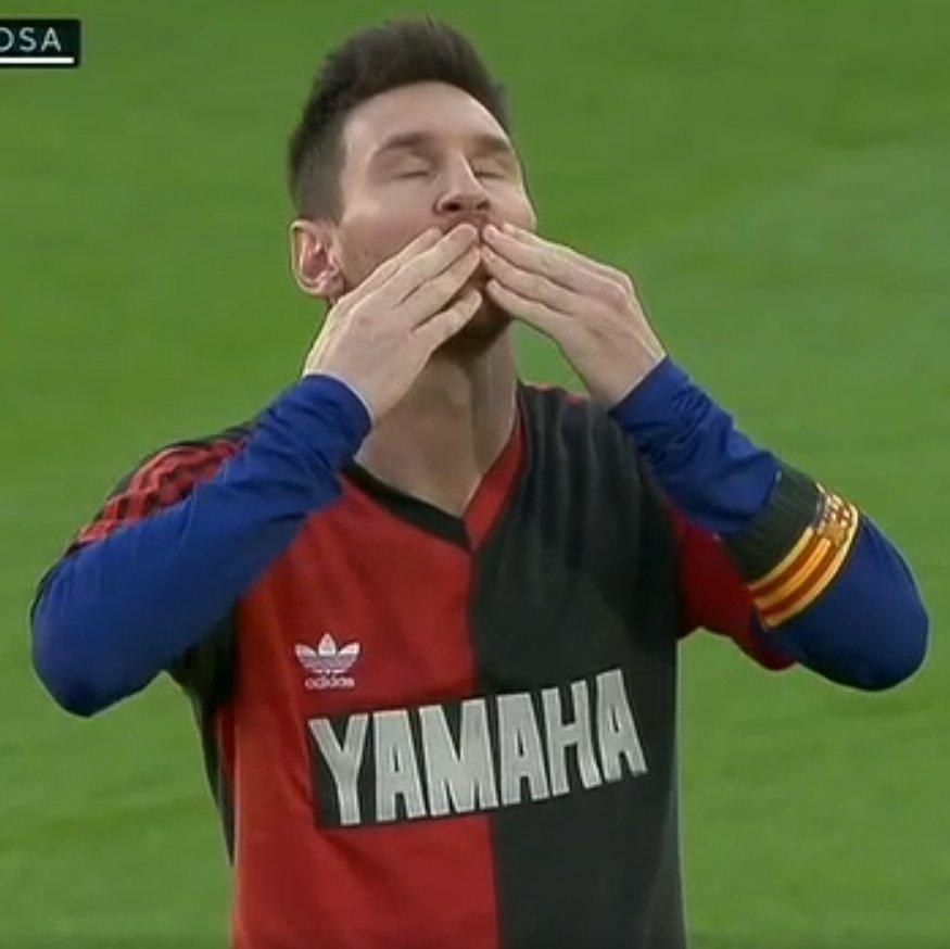 Replying to @essediafoilouco: Linda e emocionante foi homenagem que o Messi fez ao Maradona hoje #ad10s #GraciasDiego