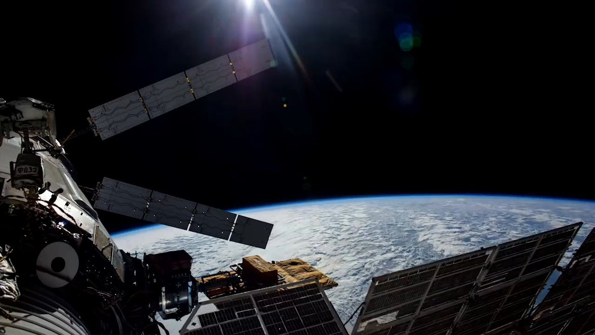 Airplanes fly about 600 mph, but the @Space_Station orbits Earth at 17,500 mph and looks like a very bright star moving across the sky. Did you know that you can track when the station will pass overhead? Find out when and where to look up: