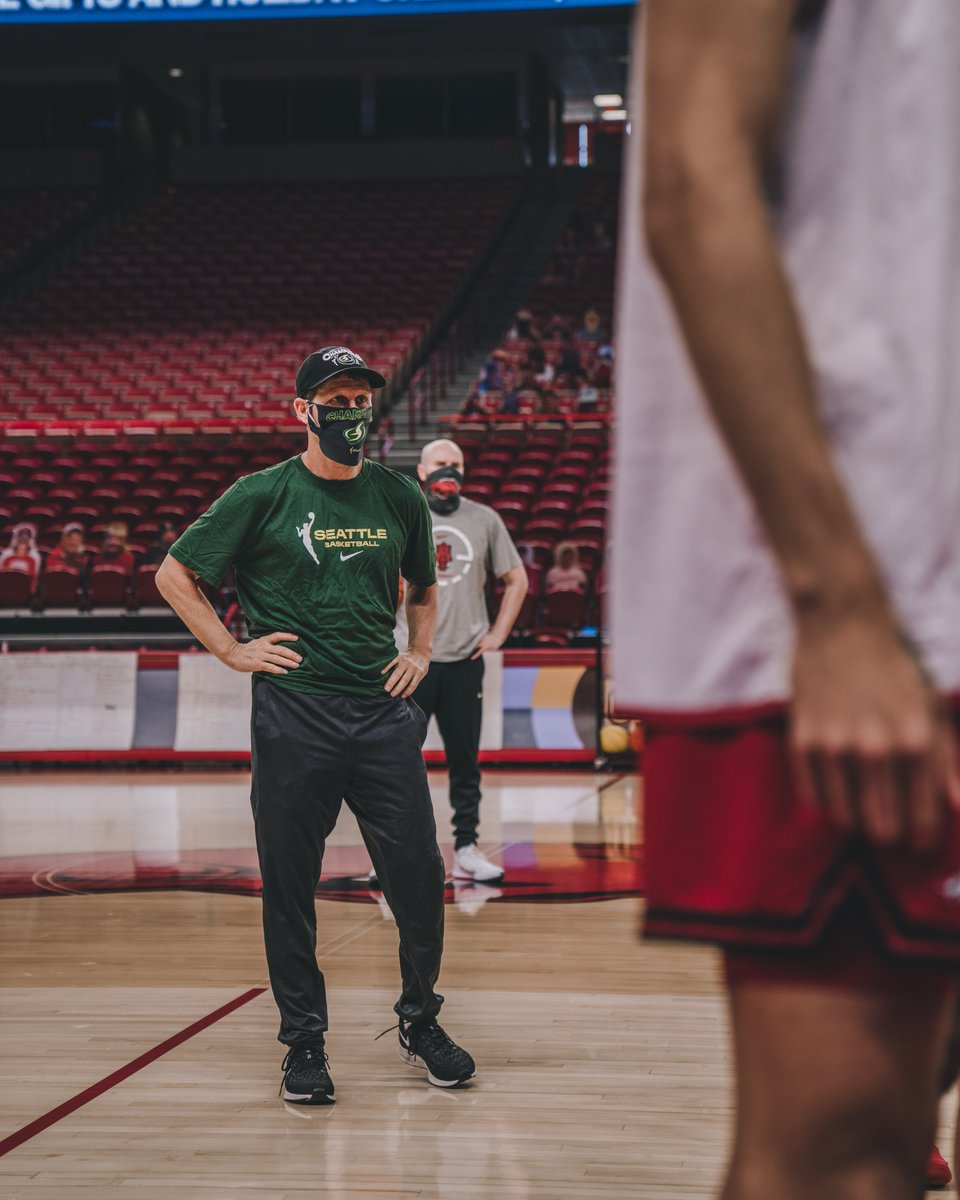 Had the chance to rep the Seattle Storm at a practice this week. 2020 @WNBA Champs and winners of 2 of the last 3 titles! Thanks @seattlestorm and @CoachKlop for the mask and gear! #MaskUp