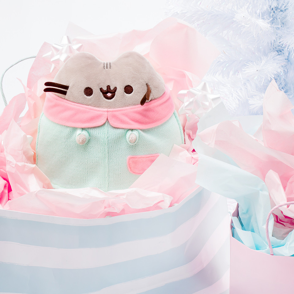 #Pusheen is really the gift that keeps on giving, dont you agree? You can even shop @ThePusheenShops Gifts by Value section and explore featured #Pusheen gifts under $50, $25, and $15 to fit your holiday plans 🛍 bit.ly/3nFPzB6