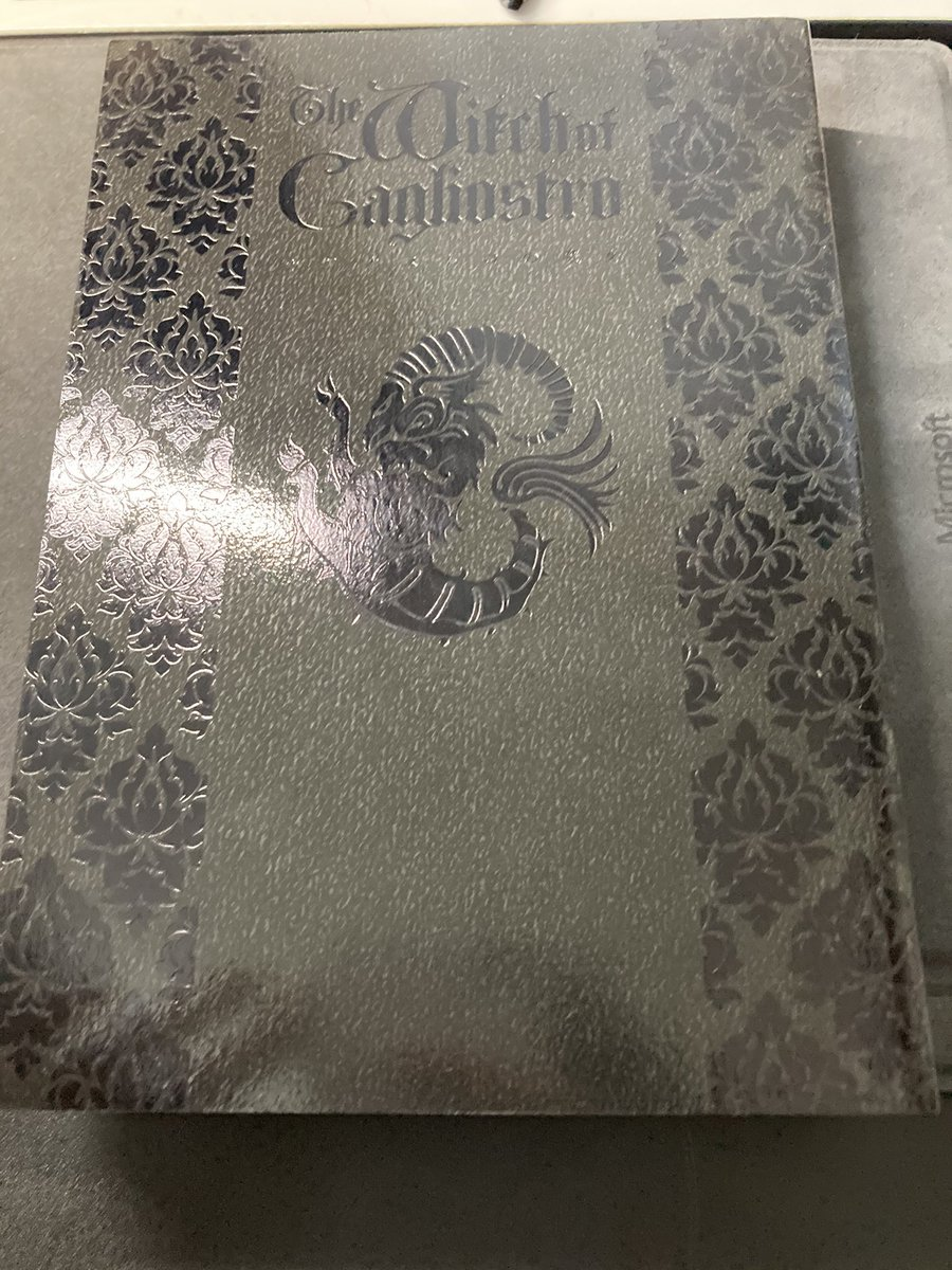 rt 少し前にrtしたカリオストロの城の同人誌がちょっと前に来た絵と装丁がばっちしあってて良い本だ BLZ『カリオストロの魔女』20180811 https://t.co/rCuDHotqN4