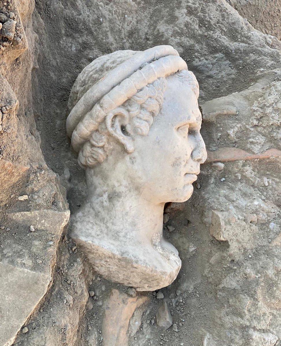 📰 HABER |  UNESCO Dünya Miras Geçici Listesi'nde yer alan Denizli'deki Laodikya Antik Kenti'nde devam eden kazı ve restorasyon çalışmalarında 2 bin yıllık olduğu değerlendirilen rahip başı heykeli bulundu. https://t.co/Mq6mxT6I2m
