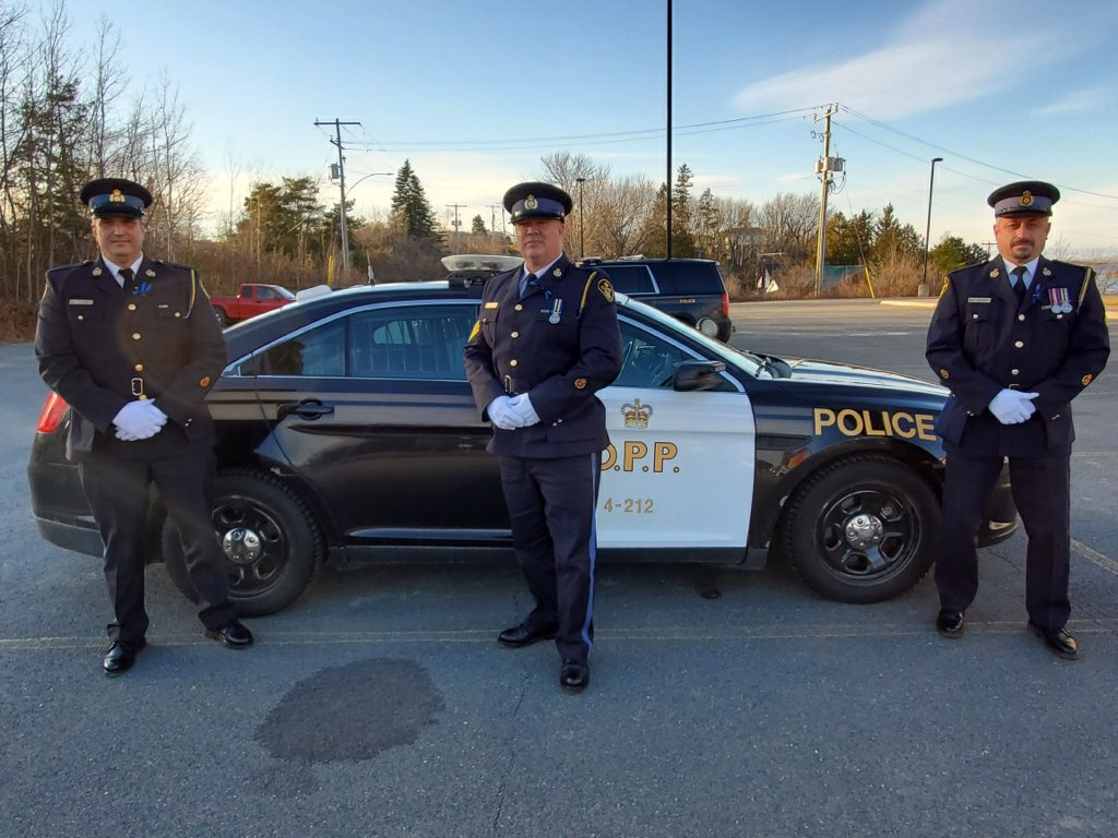 As we leave Manitoulin Island we are sad for the loss of Provincial Constable Marc Hovingh. We are also very proud of the professionalism & compassion of our members during a difficult time. Thank you to everyone who supported us & continue to do so. Nobody is alone. RIP Marc. ❤ https://t.co/T0kEu0fgQ6