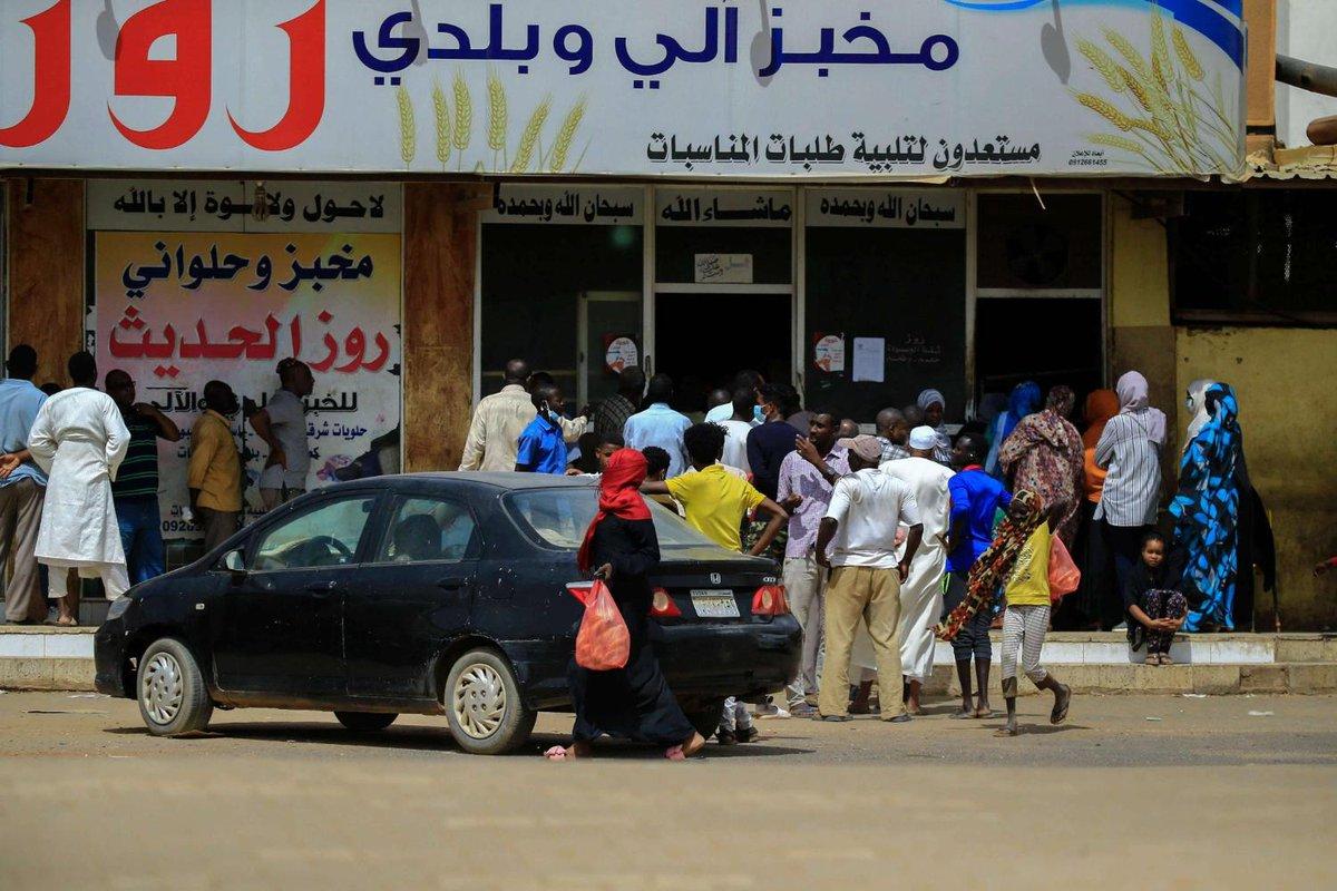 #السودان يعاني إرث #البشير الثقيل المخلف لأزمة اقتصادية خانقة #الجنيه_السوداني ينهار إلى أدنى مستوياته أمام الدولار #الحكومة_السودانية تلجأ لـ #صندوق_النقد_الدولي لتفادي الانهيار الاقتصادي خفض الدعم الحكومي يضغط على موارد السودانيين #الأزمة_السودانية