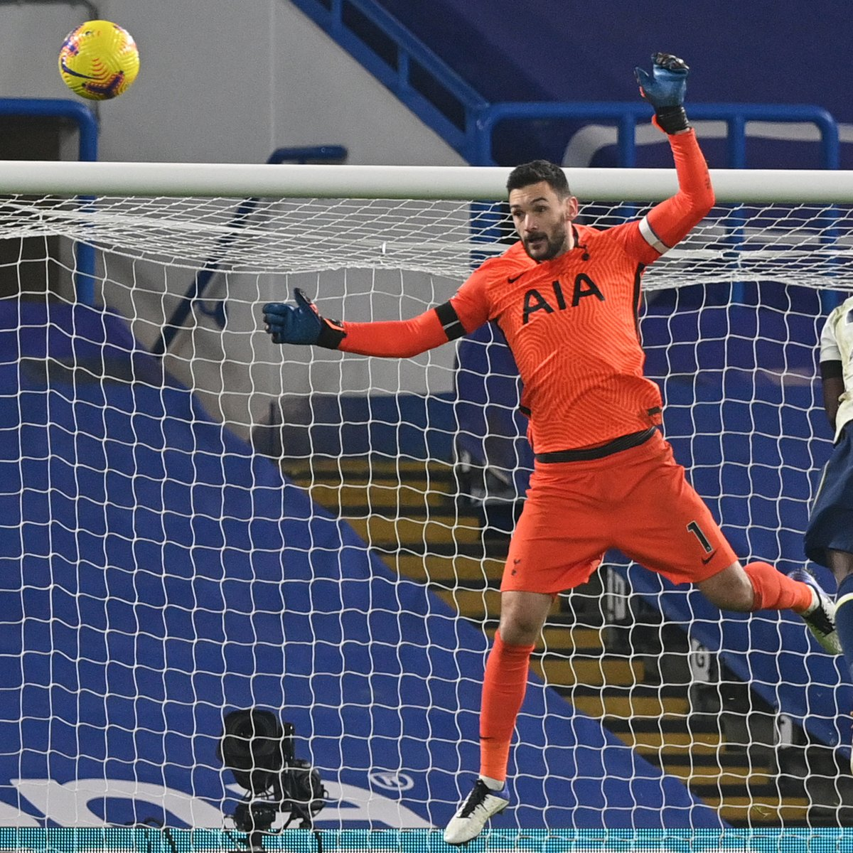 This save by Hugo was huge! Not enough is being said about this save.  #COYS #THFC