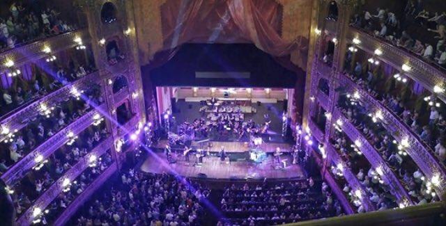 Un teatro Colón colmado y el impresionante concierto de Alejandro Lerner con toda su Banda y la Orquesta Sinfonica del Teatro Colón : indiscutiblemente el momento más sublime del año   @alelernerok https://t.co/CXdGRWNvY1